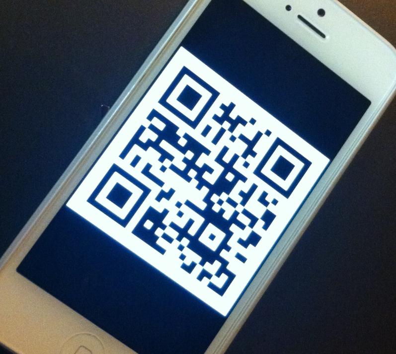QR-Code mit Emai-Adresse als Foto auf Smartphone gespeichert